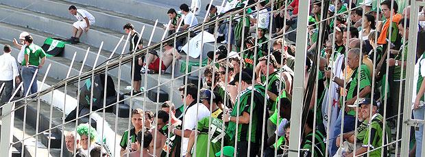 torcida do América-MG no estádio Moisés Lucarelli