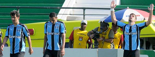 andré lima comemora gol do grêmio sobre o guarani