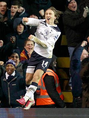 luka modric comemora gol do tottenham contra o liverpool (Foto: Reuters)