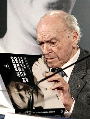 Di Stéfano lança livro em Madrid (Foto: EFE)