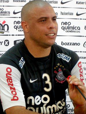 eb7f09a145 Ronaldo sobre Adriano   Senti um certo desejo dele de jogar aqui ...