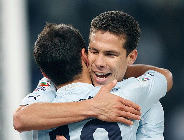 Hernanes comemora gol do Lazio contra o Inter de Milão