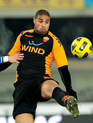 Adriano no jogo Chievo x AS Roma