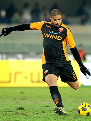 Adriano no jogo Chievo x AS Roma