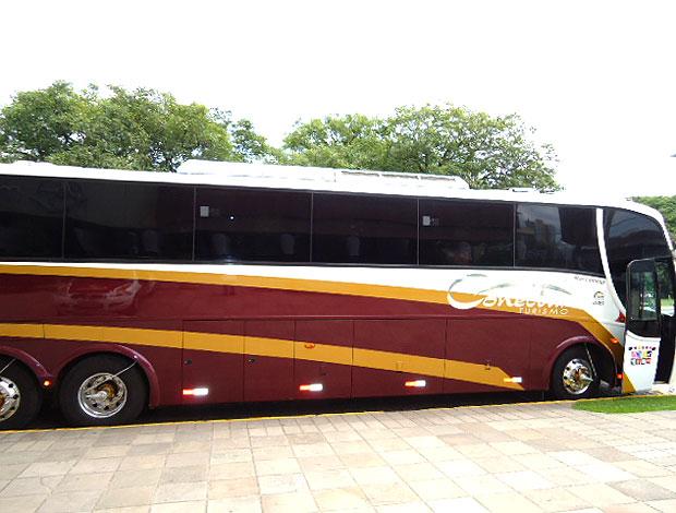ônibus do Botafogo em frente ao hotel da concentração