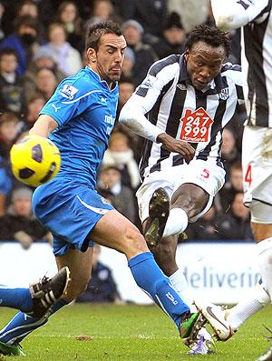 Somen Tchoyi no jogo do West Bromwich contra o Newcastle