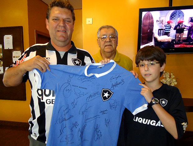 torcida no hotel da concentração do Botafogo