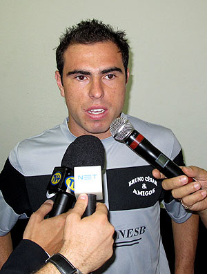 Bruno Cesar durante entrevista de jogo amistoso