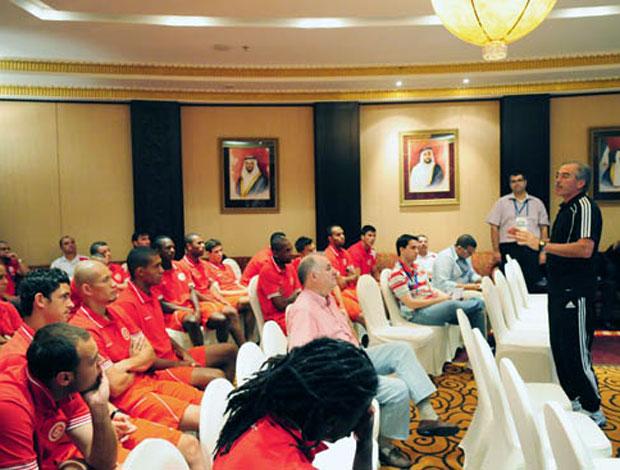 jogadores do Internacional em palestra sobre arbitragem
