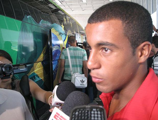 Lucas na apresentação da seleção sub-20
