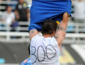 martin palermo, do boca juniors, comemora gol 300
