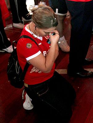 torcida do Internacional chora a derrota para o Mazembe