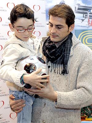 Iker Casillas real madrid visita Fundacão Clínicas Menorca cruz vermelha