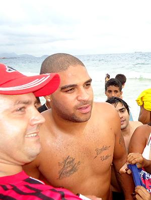 Adriano na praia do leme
