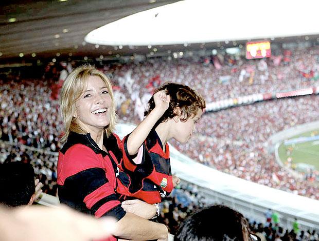 Christine Fernandes com a família na torcida do Flamengo