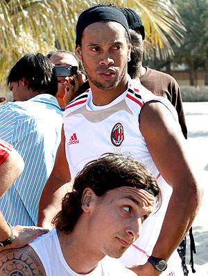 Ronaldinho Gaúcho no treino do Milan na praia