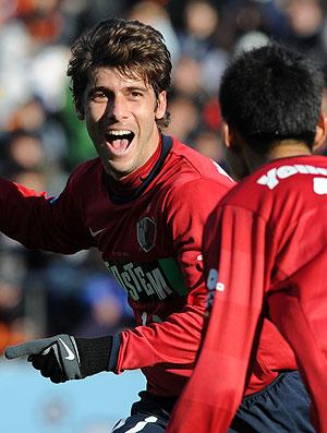 Fellype Gabriel comemora gol do Kashima Antlers