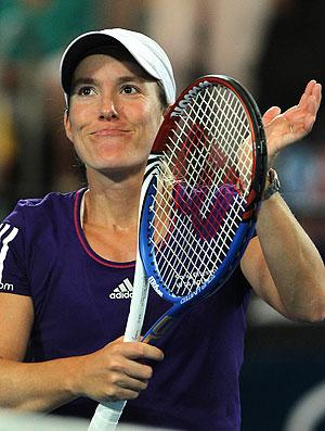 Justine Henin comemora vitória sobre Alicia Molik na Austrália