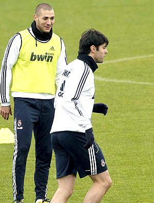 Kaká e Benzema no treino do Real Madrid
