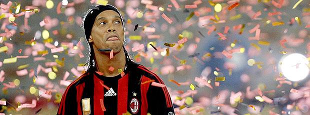 Ronaldinho Gaúcho durante apresentação no Milan