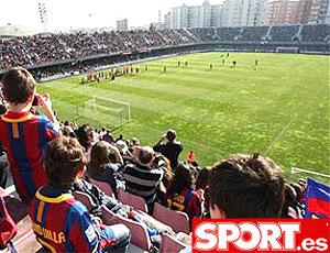 torcedores no treino do Barcelona
