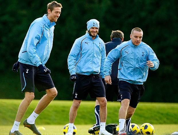 Beckham no treino do Tottenham ao lado de Peter Crouch