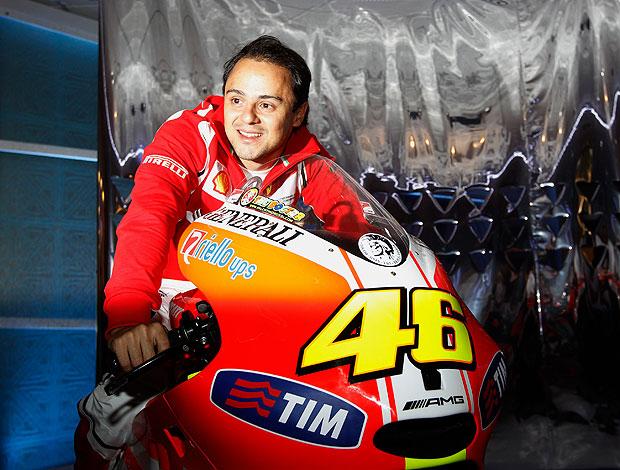 Massa posando na moto da Ducati