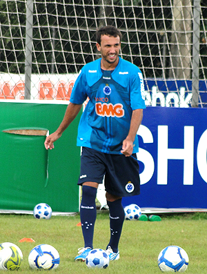 Thiago Ribeiro no treino do Cruzeiro (Foto: Tarcísio Badaró / GLOBOESPORTE.COM)