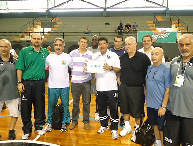 Joel Santana no curso de formação de treinadores de basquete