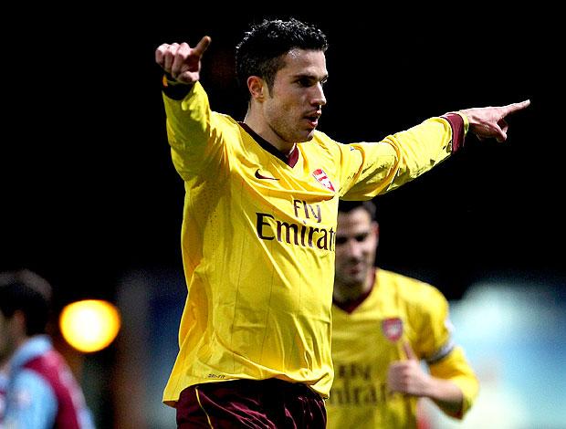 Robin van Persie comemora gol do Arsenal