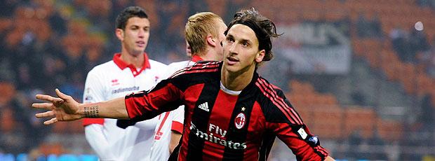 Ibrahimovic comemora gol do Milan contra o Bari