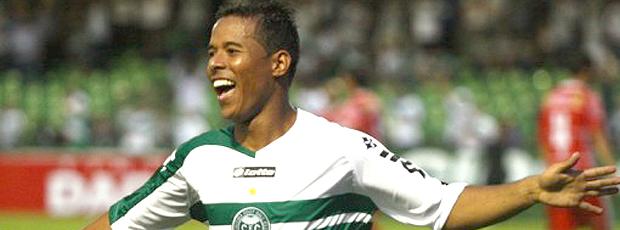 Marcos Aurélio comemora gol do Coritiba sobre o Paranavaí