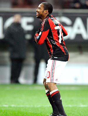 Robinho comemora gol do Milan contra o Bari