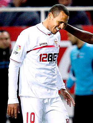 Luis Fabiano comemora gol do Sevilla (Foto: EFE)