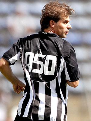 Túlio usa a camisa 950 na partida do Botafogo-DF (Foto: Adalberto Marques / Ag. Estado)