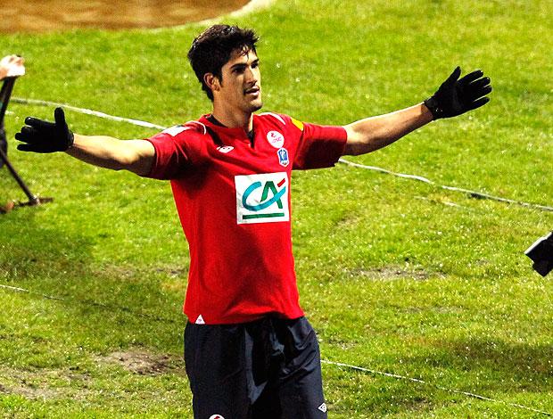 Tulio de Melo comemora gol do Lille contra o Wasquehal (Foto: Reuters)