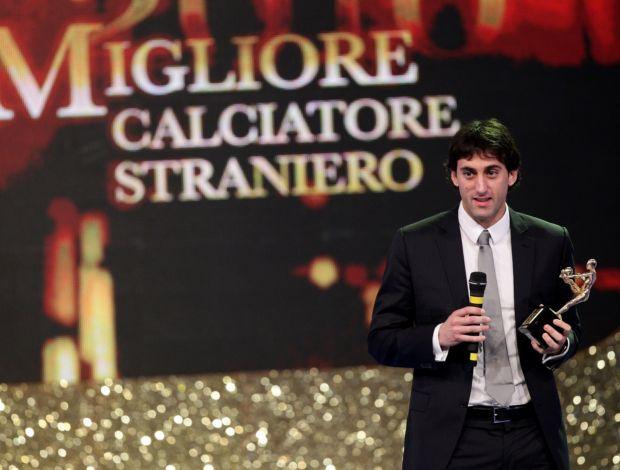 Diego Milito recebe o Oscar do futebol italiano