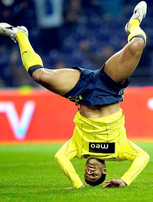 Hulk comemora gol do Porto contra o Nacional