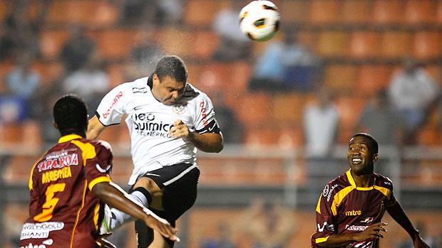 Ronaldo na partida do Corinthians contra o Tolima