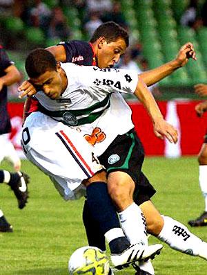 lance de jogo entre Coritiba e Cascavél