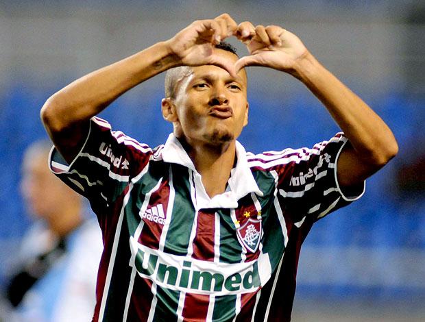 Souza comemora gol do Fluminense contra o Macaé