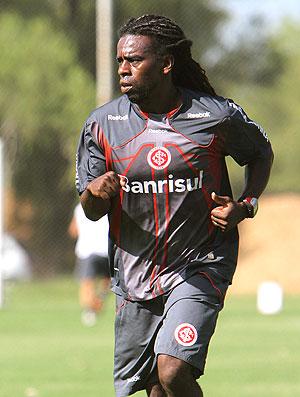 Tinga no treino do Internacional (Foto: Lucas Uebel / VIPCOMM)
