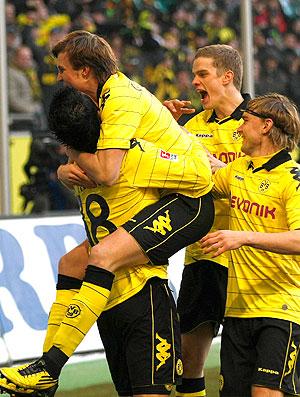 jogadores do Borussia Dortmund comemoram gol contra o Wolfsburg (Foto: Reuters)