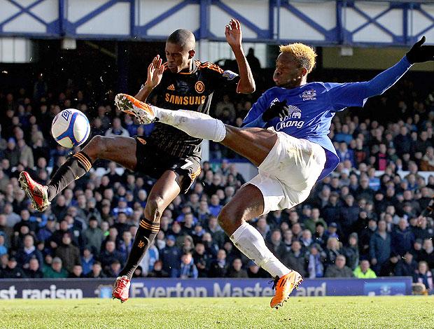 Ramires na partida do Chelsea contra o Evenrton
