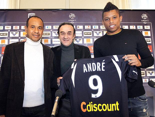 André é apresentado no Bordeuax