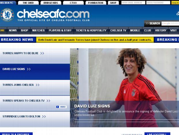 Site do Chelsea anuncia contratação de David Luiz