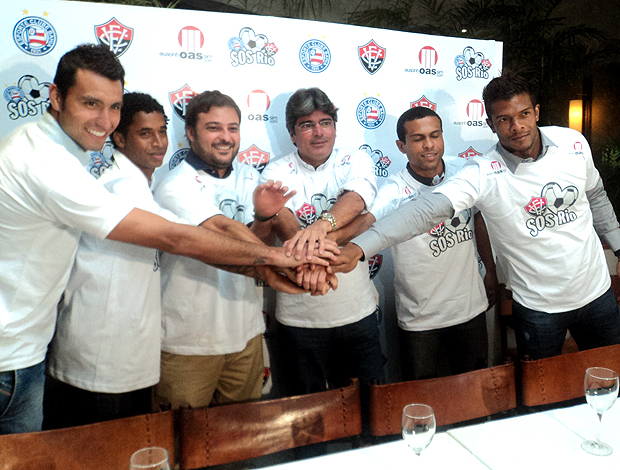 jogadores do Bahia e Vitória unidos em projeto social