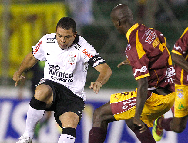 Ronaldo Corinthians x Tolima (Foto: Reuters)