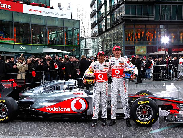 lançamento do novo carro da Mclaren com Button e Hamilton (Foto: AP)