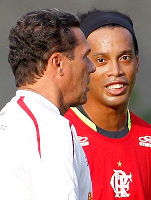 Luxemburgo Ronaldinho treino Flamengo (Foto: Jorge William / O Globo)